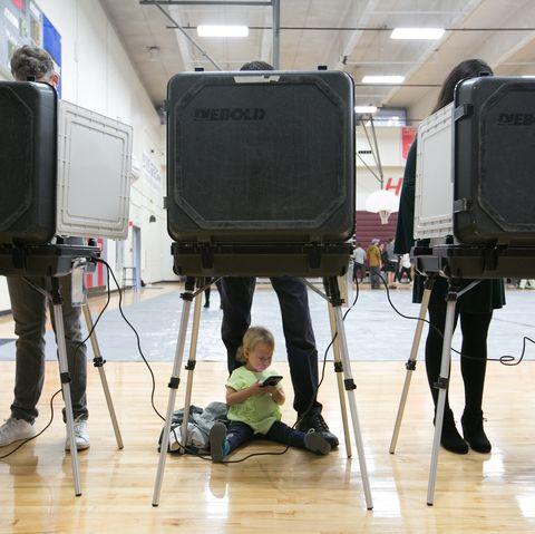Les électeurs de tout le pays se rendent aux urnes pour les élections de mi-mandat