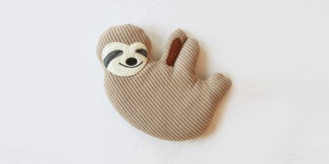 Sloth, Stuffed toy, Three-toed sloth, Wool, Textile, Hand, Finger, Beige, Teddy bear, Baby toys,