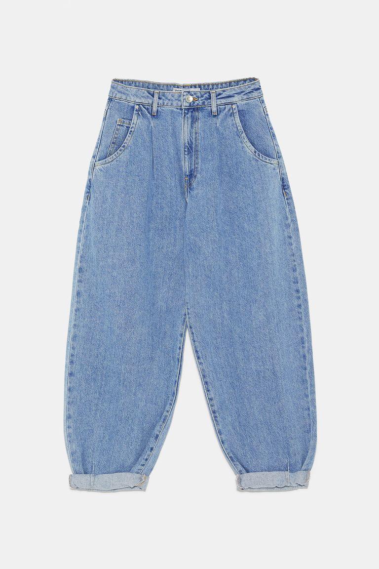 https://hips.hearstapps.com/hmg-prod.s3.amazonaws.com/images/slouchy-jeans-zara-1565603280.jpg?resize=768:*