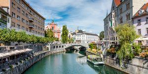 Ljubljana in Slovenië aan de rivier