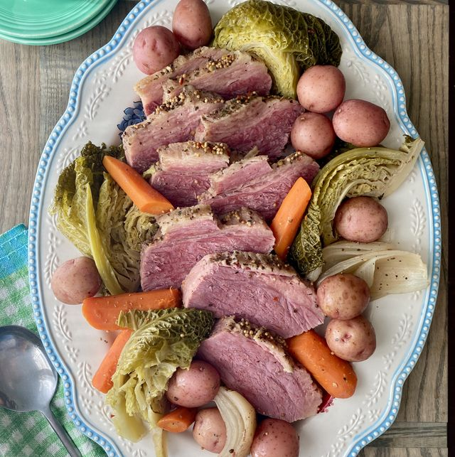 Best Slow Cooker Corned Beef And Cabbage Recipe