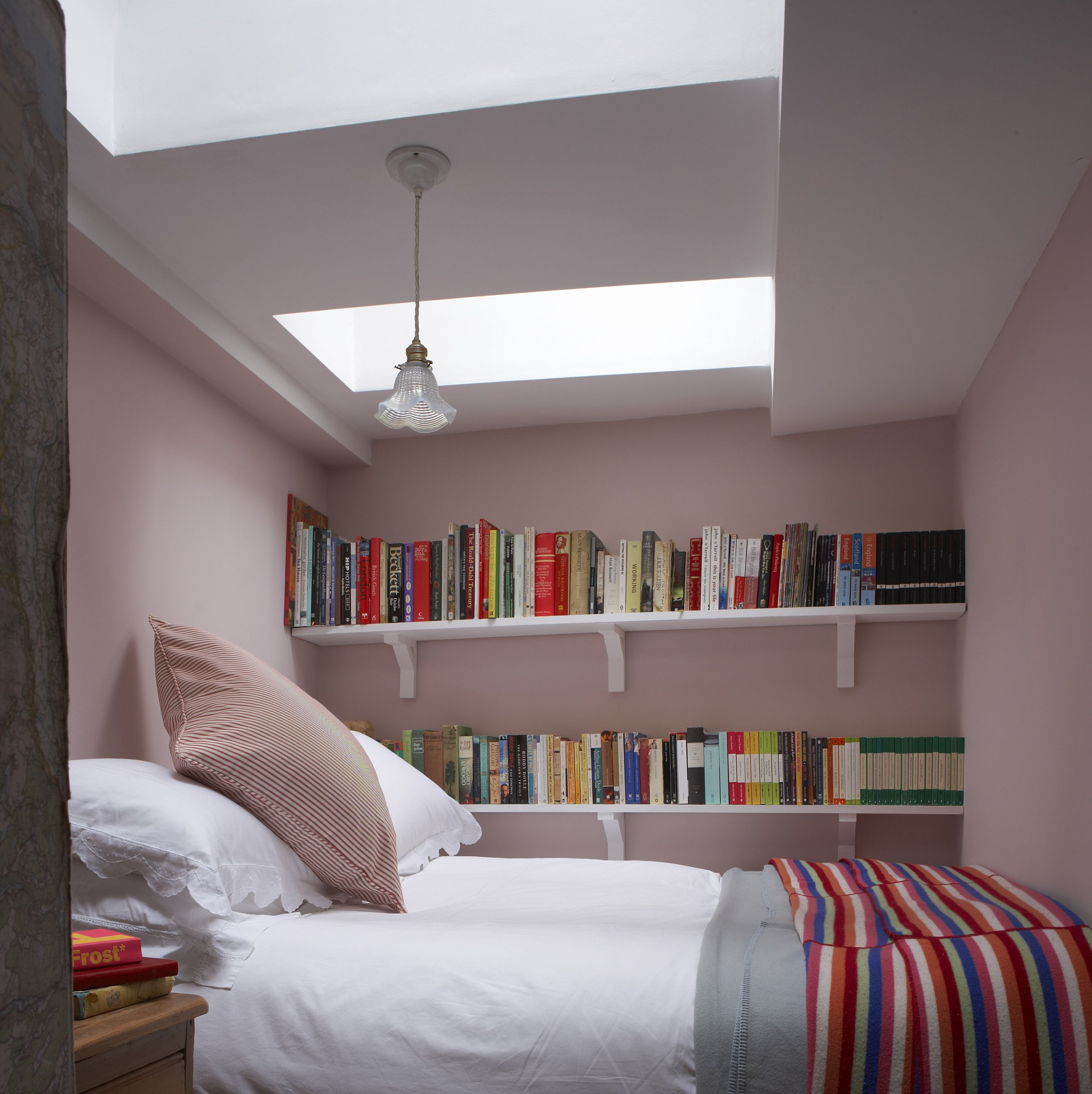 Ingenious Small Room Decorating Ideas For Bedroom