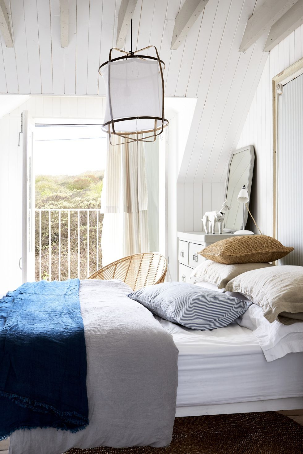 Picture of: 15 Best Small Bedroom Decor Ideas How To Decorate A Small Bedroom