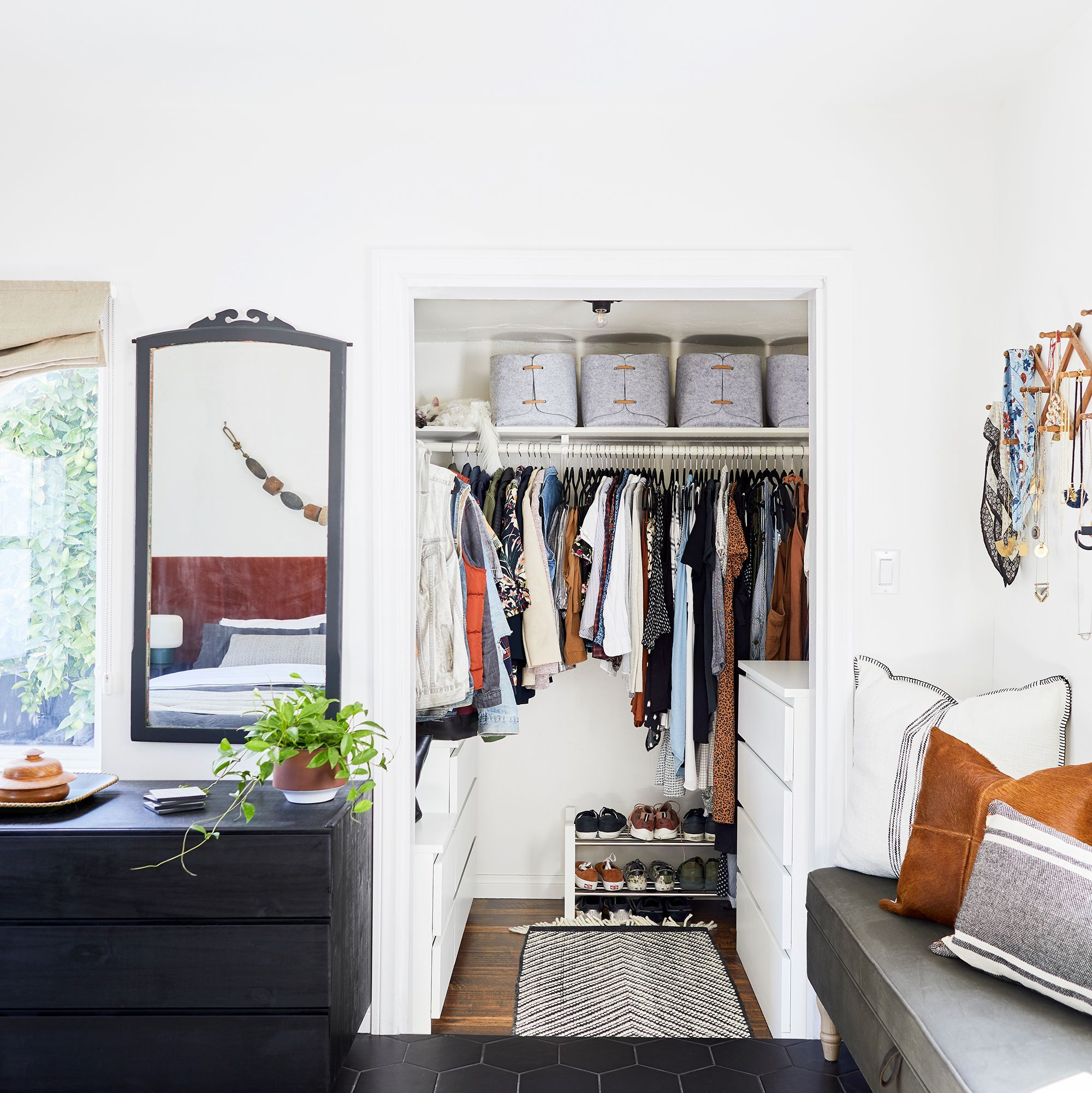15 Best Small Closet Organization Ideas
