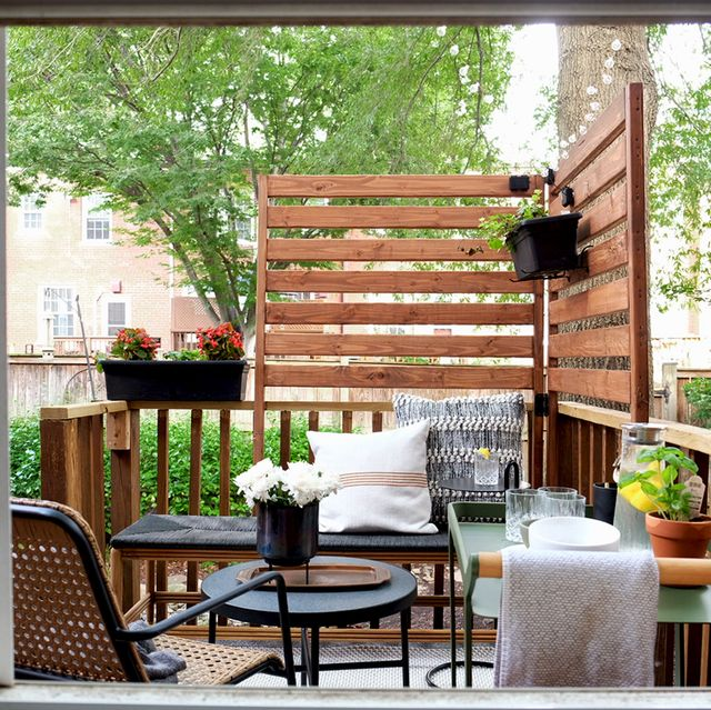 19 Small Deck Ideas For Summer 2021, Small Space Outdoor Furniture Ideas