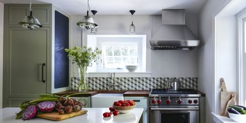 From Deep Greens To Cheerful Yellows Experts Explain Their Go Paint Colors For The Kitchen Small Design