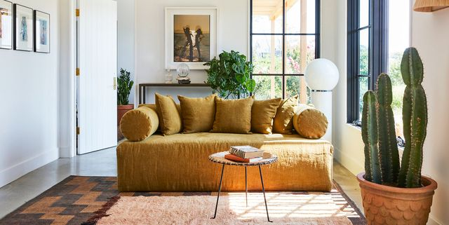 26 Best Small Living Room Ideas How, Decorating Small Living Rooms
