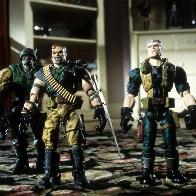 Small Soldiers G.I. Joe-style toys come to life in this irreverent action-comedy, with Frank Langella and Tommy Lee Jones lending their voices to pint-sized action figures that spark an all-out war in an unsuspecting family's home.