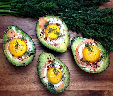 gevulde avocado met ei en zalm
