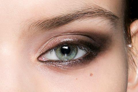 ccd6d517a99 15 Smokey Eyeshadow Ideas to Copy - How to Do Smokey Eye Makeup Like ...