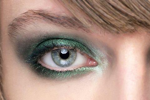 4. A Gradient of Metallic Seafoam and Emerald Eyeshadows, Sans Liner