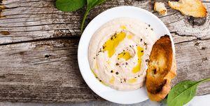 Hummus met geroosterd stokbrood
