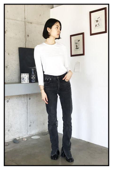 Jeans, White, Clothing, Denim, Black, Standing, Shoulder, Waist, Neck, Snapshot,