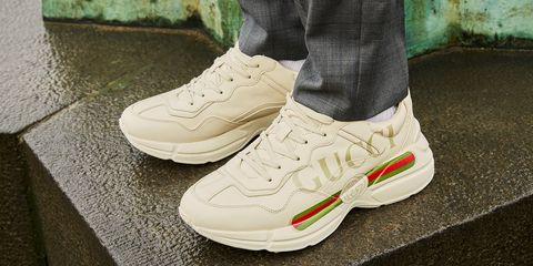 f705cc3336e9 Courtesy Farfetch. Una cabina armadio ricca di sneakers ...