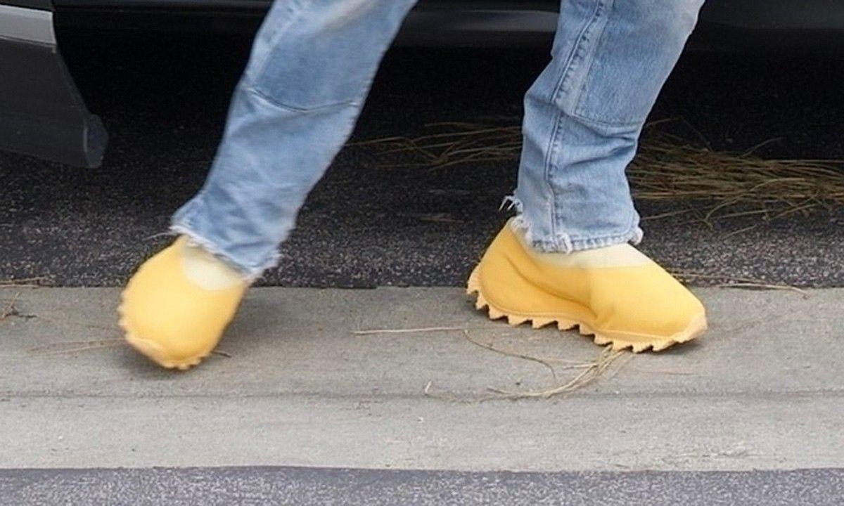 yeezy scarpe uomo gialle