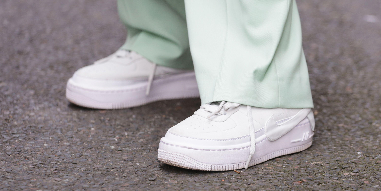 La schiuma da barba per pulire le sneakers bianche? Soluzione da guinness dei primati