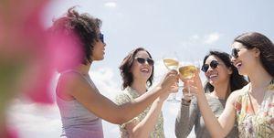 Met deze tips koel je snel wijn zonder ijsklontjes in je glas