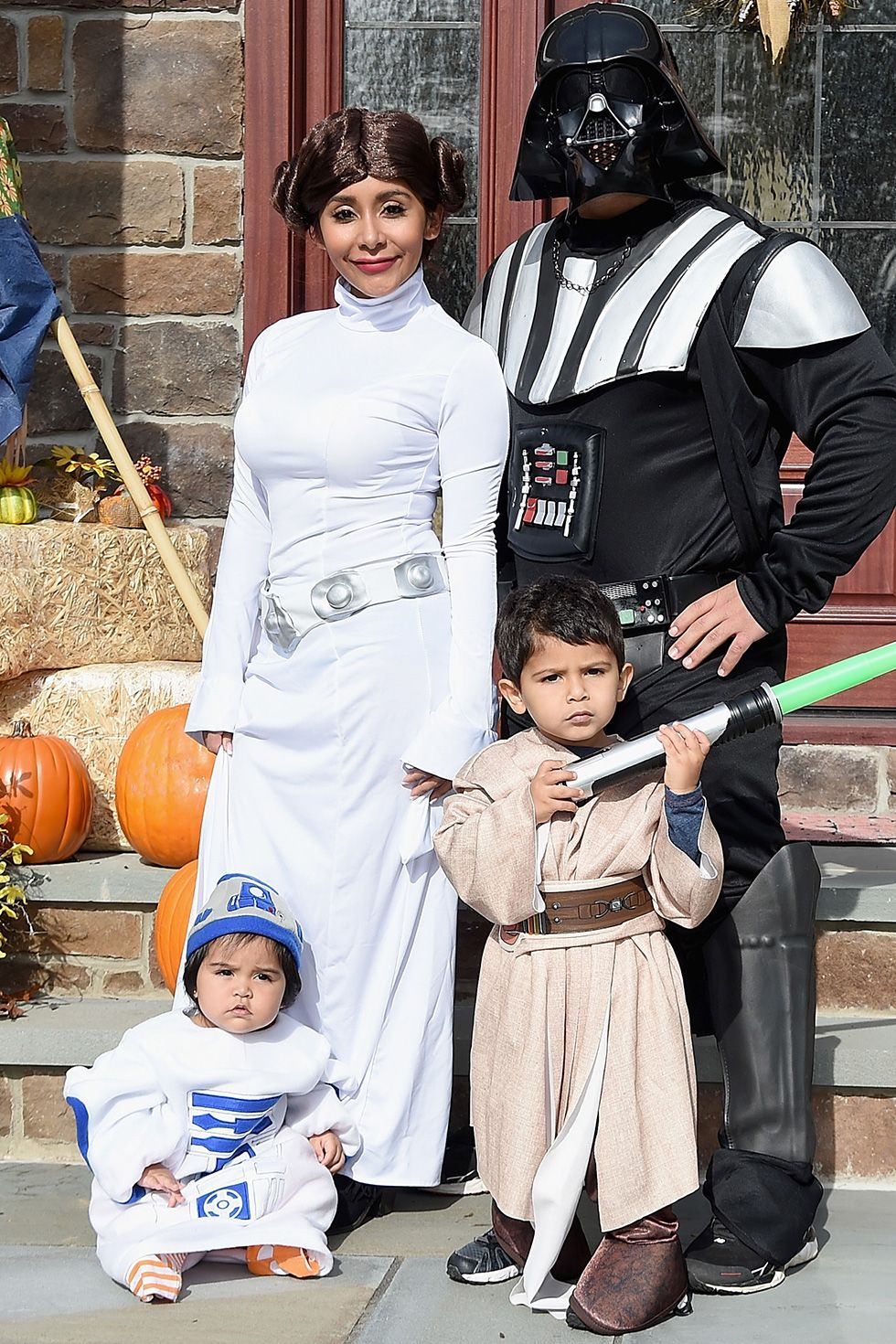 Nicole 'Snooki' Polizzi and Jionni Lavalle - 'Star Wars' Characters Jersey Shore 's Nicole 'Snooki' Polizzi, husband Jionni Lavalle, and their kids dressed up as Star Wars characters in 2015. They have another kiddo now, so it'll be fun to see what they break out for 2019..