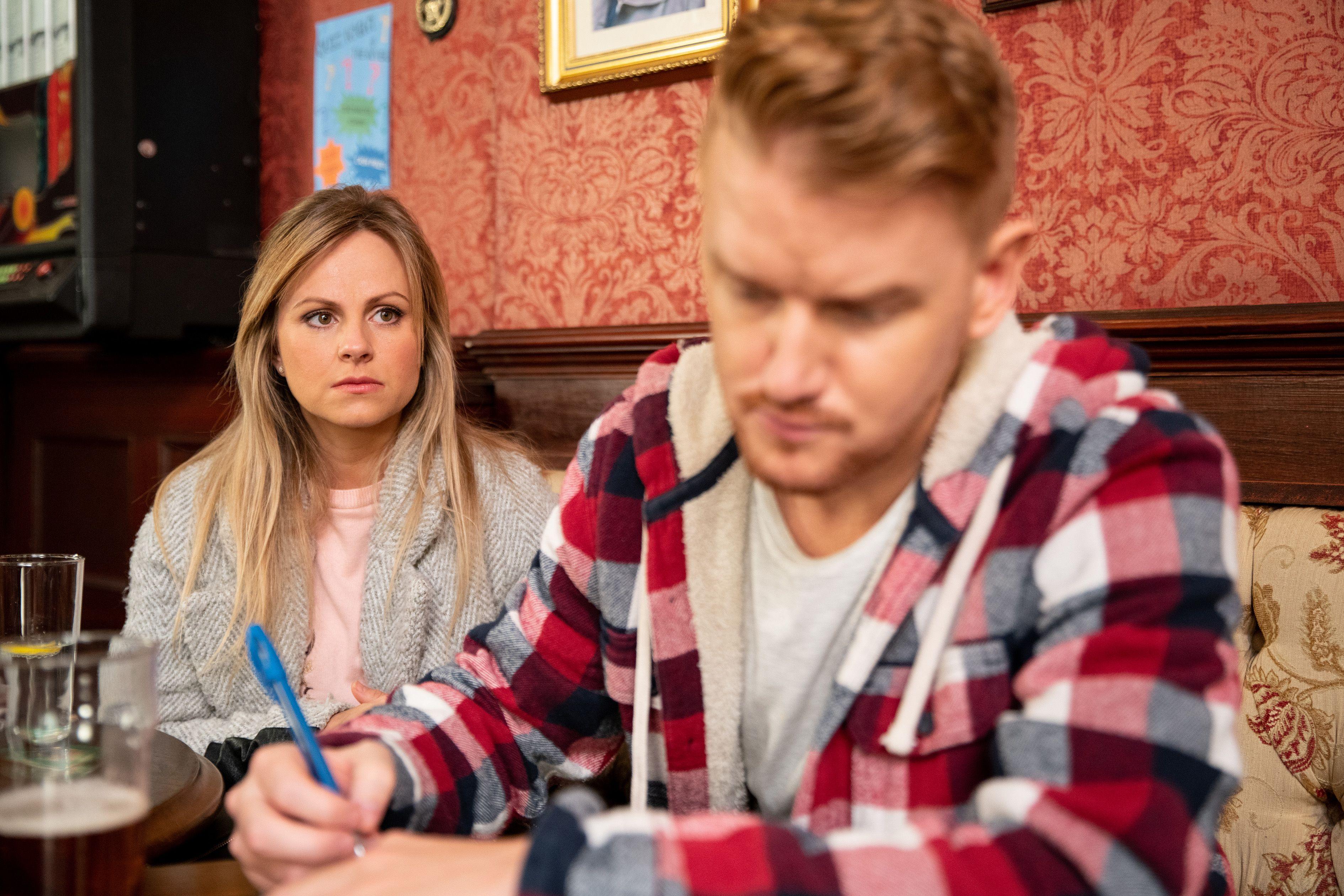 Gary Windass leaves Sarah Platt concerned in Coronation Street