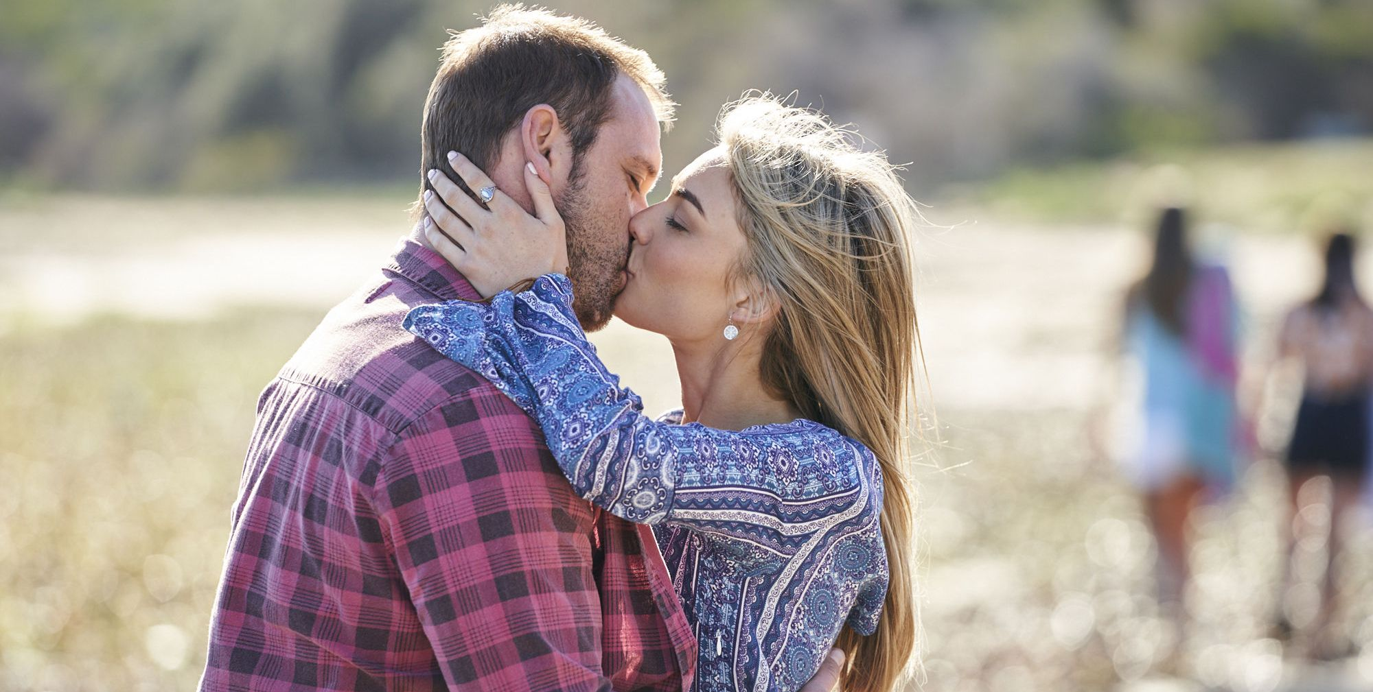 Home and Away: 19 new spoiler pictures as Robbo makes surprise proposal plans