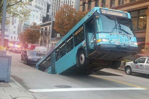 autobús socavón