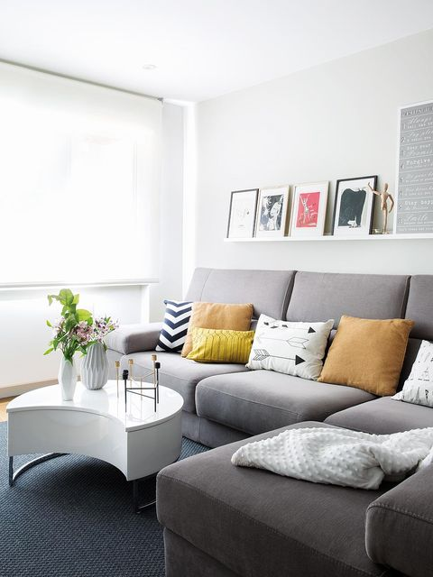 Room, Interior design, Wall, Home, White, Furniture, Living room, Couch, Flowerpot, Pillow,