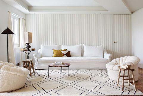 vivienda reformada en madrid salon sofa blanco