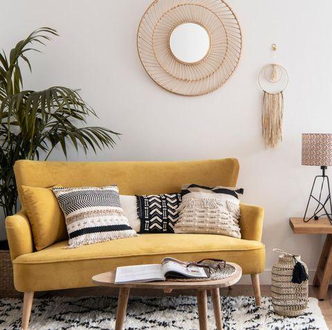 Sofá biplaza de color mostaza