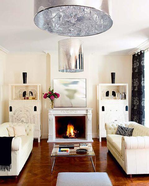 salones   lámpara, chimenea, sofás blancos