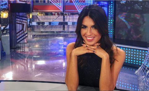 Beauty, Newscaster, Television presenter, Newsreader, Long hair, Black hair, Technology, Smile, Model,