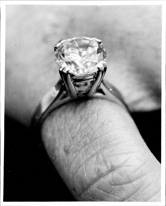 anello solitario diamanti storia