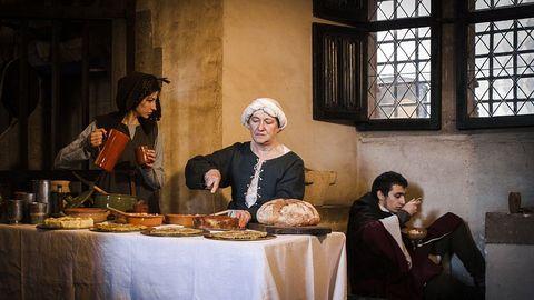tafelmanieren in de middeleeuwen