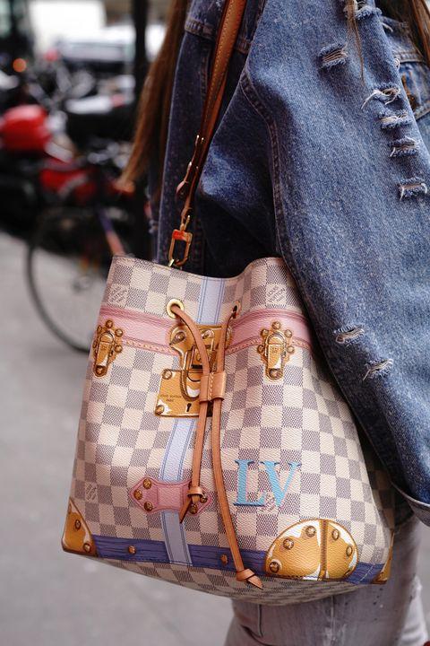 Bag, Handbag, Fashion accessory, Brown, Street fashion, Fashion, Shoulder bag, Leather, Satchel, Material property,