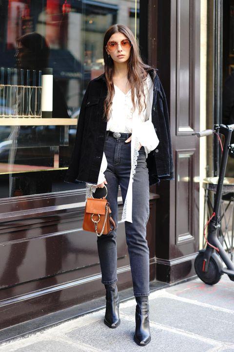 Clothing, Street fashion, Jeans, Photograph, Snapshot, Fashion, Waist, Footwear, Shoulder, Knee,