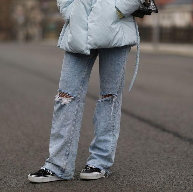 Los Pantalones Vaqueros Rotos Vuelven En El Street Style