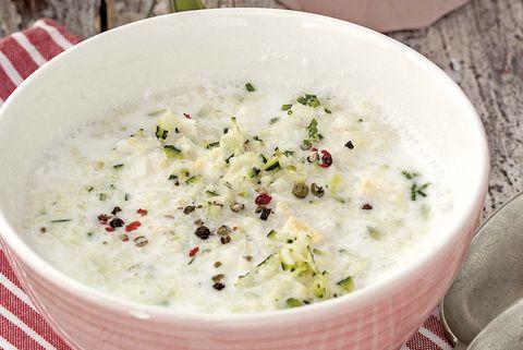 sopa fría de kéfir, huevo y patata
