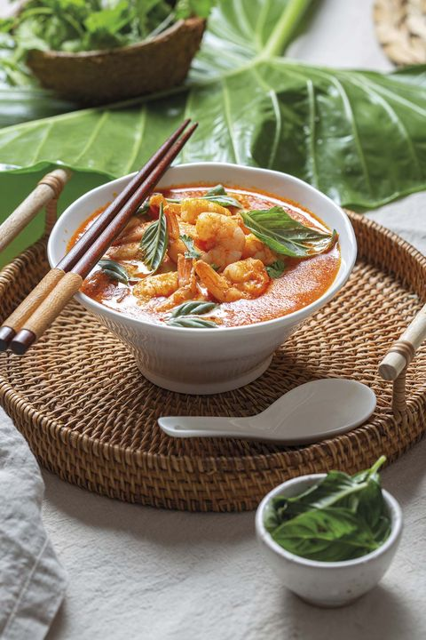 sopa thai con langostinos y curry rojo