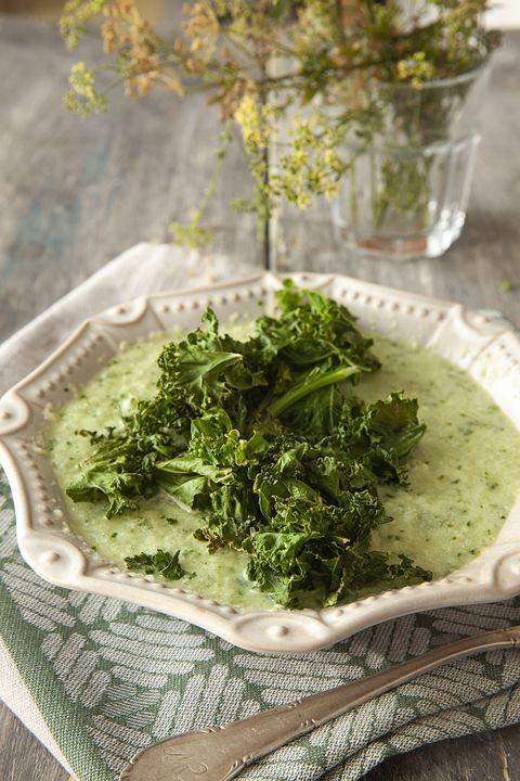 receta sopa con chips de kale