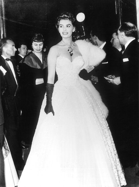 sophia loren op de rode loper van het cannes film festival 1955