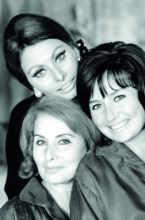 sophia loren con su madre y su hermana