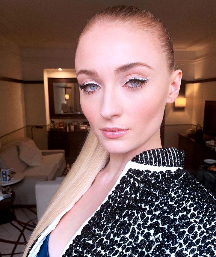 Sophie Turner's White Eyeliner Look at Her 2019 X-Men Premiere Is Stunning