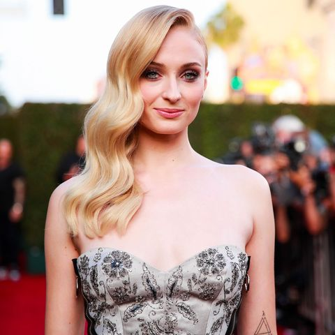 Hair, Shoulder, Blond, Hairstyle, Red carpet, Clothing, Dress, Beauty, Lip, Carpet,