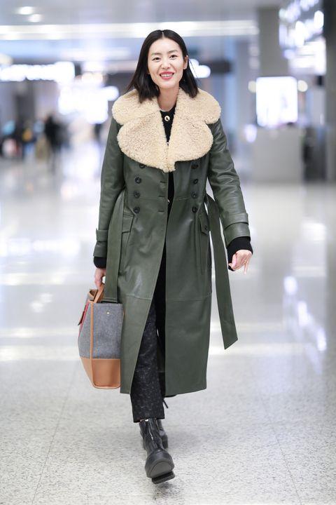 Clothing, Fashion model, Fashion, Overcoat, Coat, Outerwear, Street fashion, Snapshot, Fashion show, Trench coat,