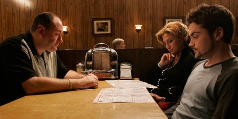 escena final de los soprano la familia en un restaurante