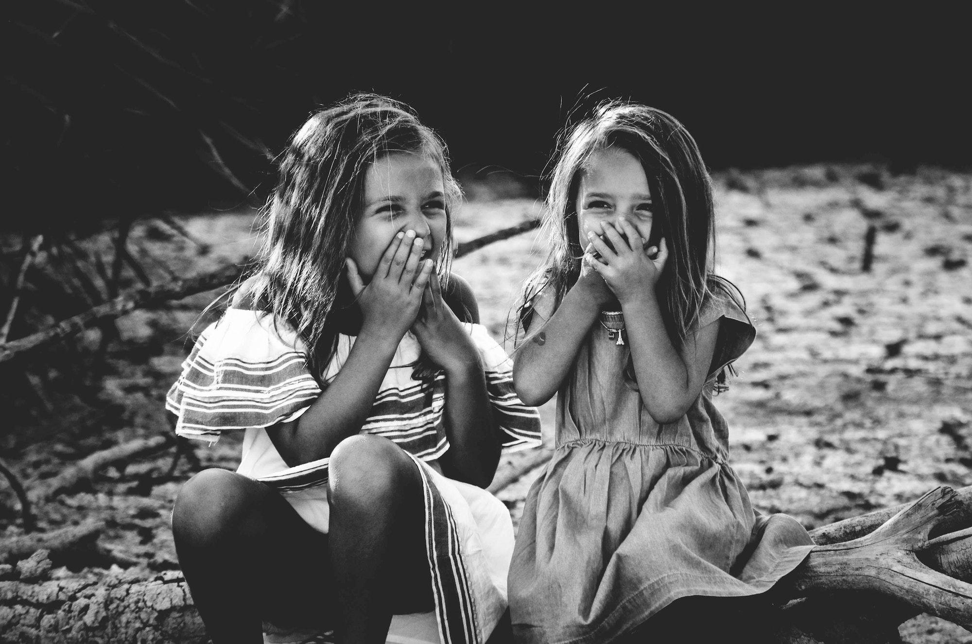 Perché uscire con una ragazza sorellanza è meglio