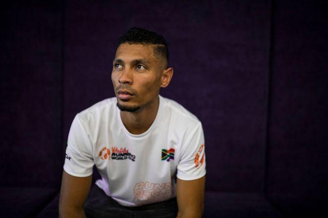 el atleta sudafricano wayde van niekerk, campeón olímpico y plusmarquista mundial de 400 metros, posa en una sesión de fotos