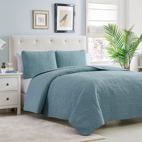 Bed sheet, Bedding, Furniture, Bed, Bedroom, Duvet cover, Bed frame, Room, Textile, Duvet,