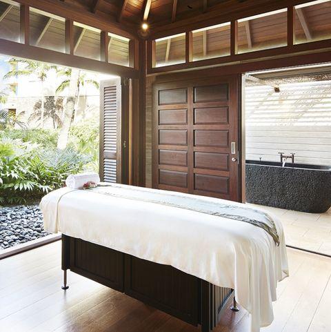 Bedroom, Furniture, Room, Property, Ceiling, Bed, Interior design, Building, Bed frame, House,