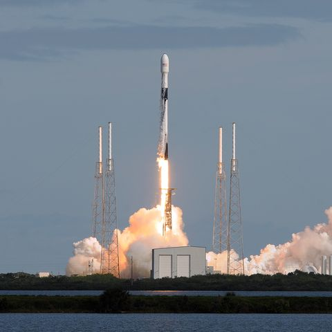 SpaceX launches Starlink satellites