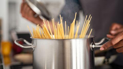 spaghetti pasta in pan